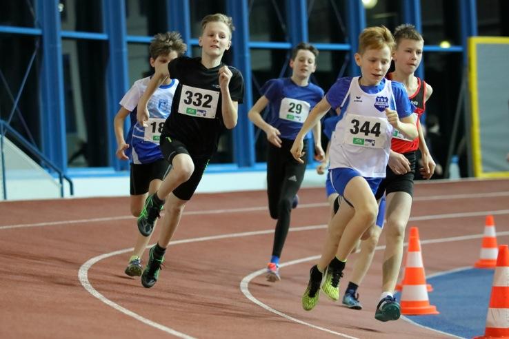 Landeshallenmeisterschaft der Leichtathleten – Malte Propp und Chiara de Cahsan holen Titel